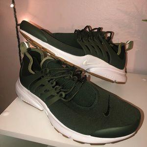 Women's Nike Prestos - Olive Green